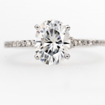 18k white gold Vintage Oval Moissanite